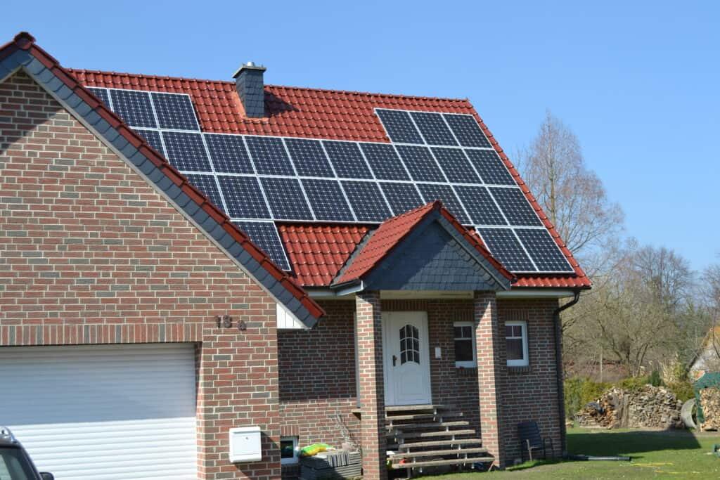 "<a href=""/leistungen/solartechnik"">Solartechnik</a>"